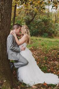 Chrissy justin rustic perkasie barn wedding couples for Outdoor wedding photography poses