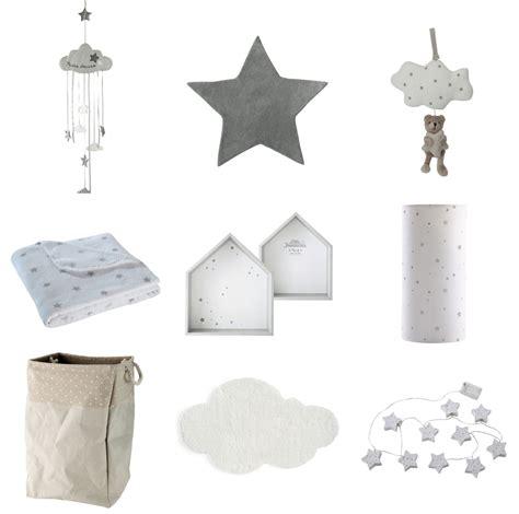 chambre bebe theme etoile inspiration déco 1 nuages et étoiles pour la chambre de