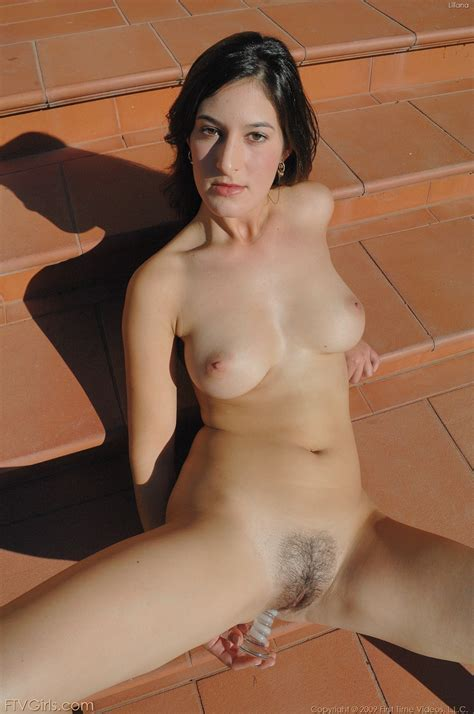 Liliana Plays With Her Hairy Pussy Outside Pic Gallery