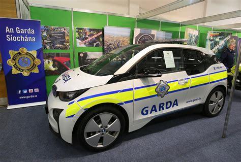 garda siochana receive bmw   electric vehicle