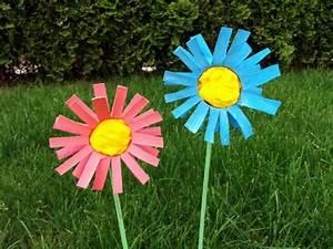 Blumen Basteln Kinder : blumen aus klorollen basteln kinderspiele ~ Frokenaadalensverden.com Haus und Dekorationen
