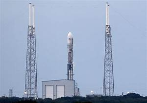 SpaceX scrubs rocket launch, cargo ship comes home from ...