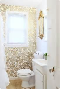 wallpaper   bathroom  creative ways