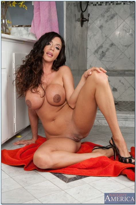 Stunning Brunette Woman Banged In The Closet Photos