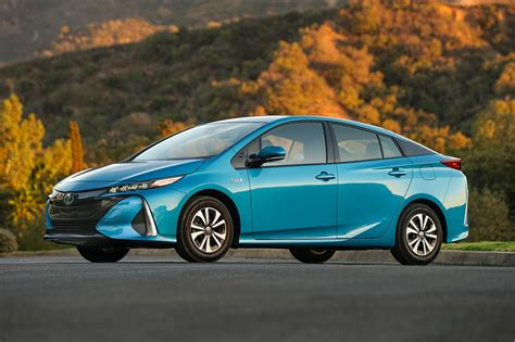 2017 Toyota Prius Prime Eight Things To Know Motor Trend