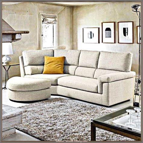 Dopo le poltrone e i sofà possiamo ora spendere qualche parola per i famosi poggiapiedi! divano 3 posti angolare poltrone e sofa