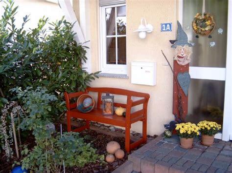 Herbstdeko Gartenbank by Hausfassade Au 223 Enansichten Hauseingang Hier F 252 Hl Ich