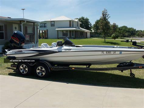 Triton Boats by 2001 Triton Tr21 Bass Boat