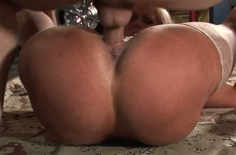 heavy bottomed milf alura jenson is fucked by brutal dude right on the floor