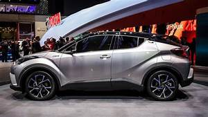 Nouvelle Toyota Chr : toyota 39 s new c hr is the small crossover you 39 ve been waiting for pictures page 2 roadshow ~ Medecine-chirurgie-esthetiques.com Avis de Voitures