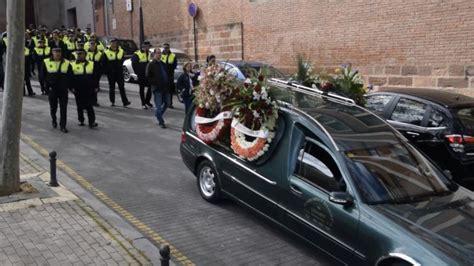 Multitudinaria Despedida Al Agente De Policía Fallecido En