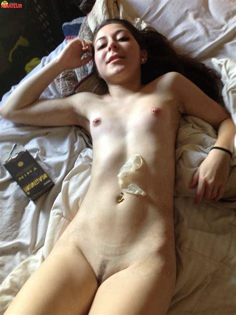 morrita desnuda y mamando byteamateur