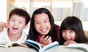 three-asian-children-reading-books-laughing.jpg (1000×585 ...