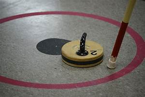 Floor curling 55 bc games for Floor curling rocks