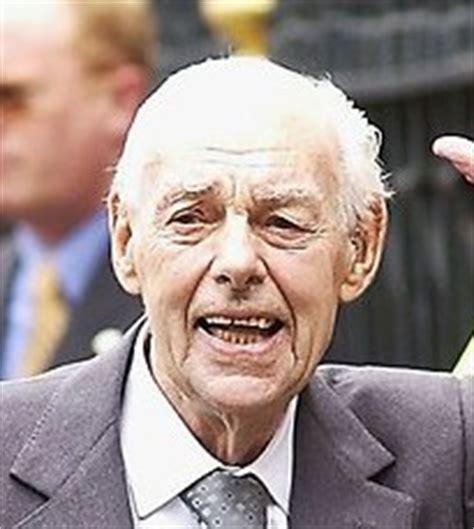 sir denis thatcher   find  grave memorial