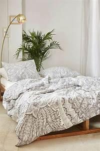 Les dernieres tendances en housses de couette 51 images for Chambre à coucher adulte moderne avec housse de couette baroque pas cher