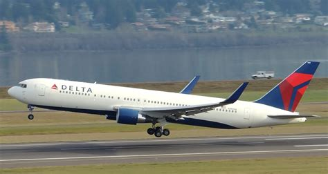Delta Airlines Boeing 767300er [n189dn] Takeoff From Pdx