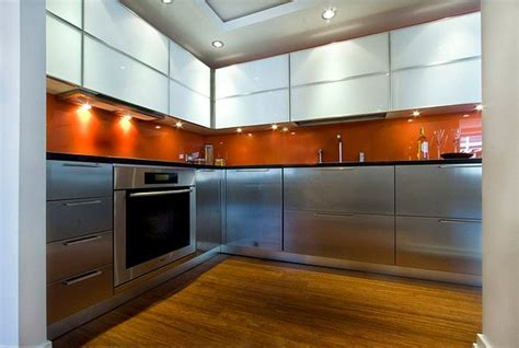 Orange Backsplash : Intensify The Look Of Your Kitchen With 20 Glass Back