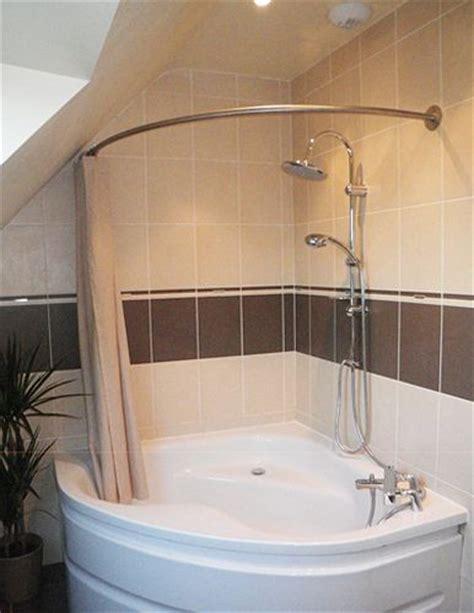 rideau de d angle 41 best images about le rideau de 224 sa place dans de belles salles de bain on