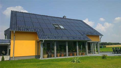 Stromspeicher Solarstrom Nutzen Auch Wenn Es Dunkel Ist by Solaranlage F 252 R Ihr Haus Mit Stromspeicher Im Sparset