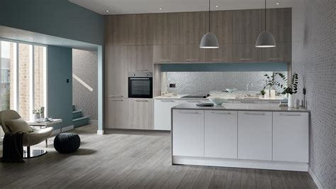 greenwich light grey oak kitchen fitted kitchens howdens