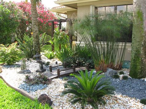 landscape ideas florida 1000 images about landscaping ideas white marble chips on pinterest front gardens white