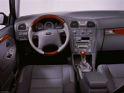 Volvo S40 (2001) - picture 34 of 56