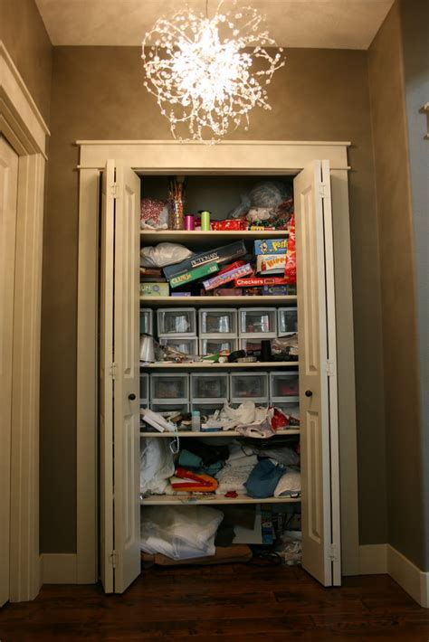 organizing your linen closet tips for linen closet