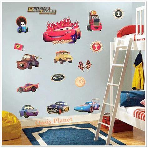 chambre flash mcqueen walplus autocollants muraux cars disney pixar flash