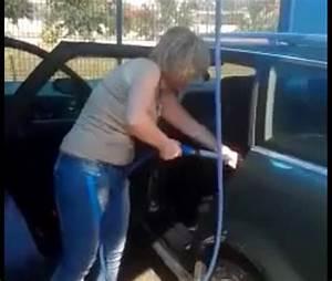 Nettoyer Sa Voiture Intérieur : une femme lave l 39 int rieur de sa voiture au karcher ~ Gottalentnigeria.com Avis de Voitures