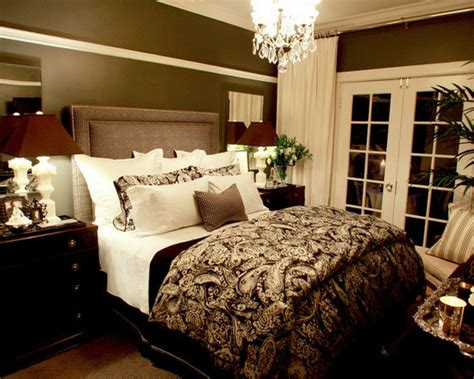 Apply Romantic Bedroom Ideas For Romantic Couple