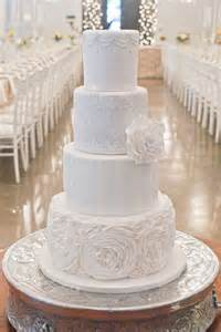 amazing wedding cakes obsessed with the details in these amazing wedding cakes