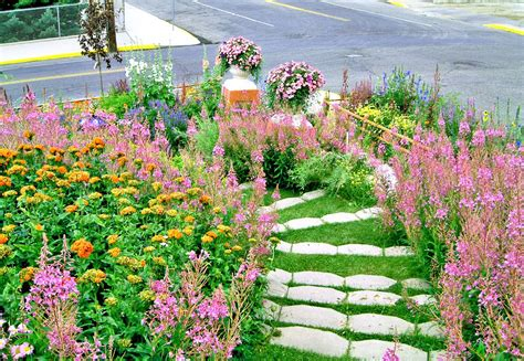 hillside landscaping ideas  maximize  yard