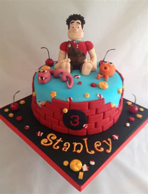 wreck it ralph cake toppers wreck it ralph birthday cake with matching cup cakes