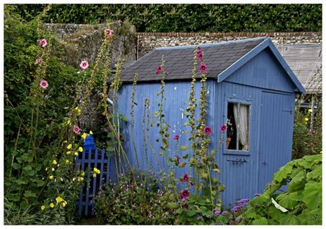 la cabane au fond du jardin photo et image jardins