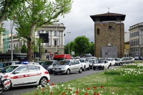 si馮e auto firenze auto si ribalta in viale giovine italia 1 di 1 firenze repubblica it