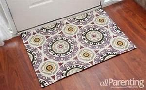 8 genius ways to make diy aqua mats tip junkie for Diy fabric carpet