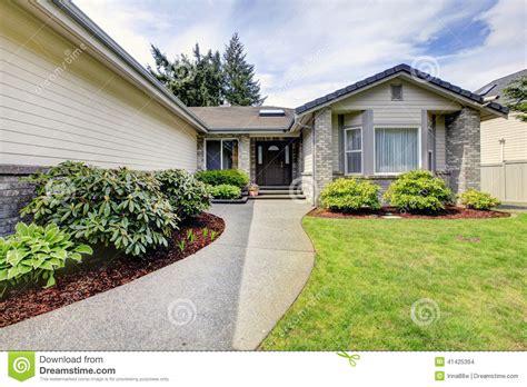 ext 233 rieur moderne de maison porche d entr 233 e avant photo