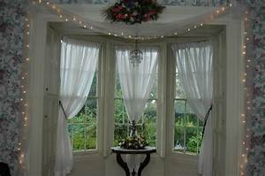 Christmas Bay Window Decorating Ideas - Home Intuitive