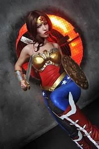 Injustice Wonder Woman Cosplay