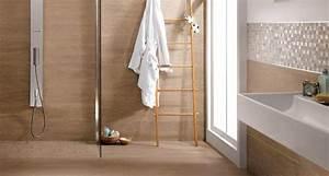 quand le carrelage imite le bois bienchezmoi With carrelage salle de bain imitation bois