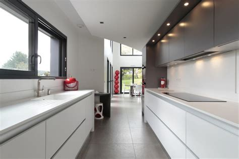 cuisines et bains la cuisine couloir 10 exemples à suivre cuisines et bains