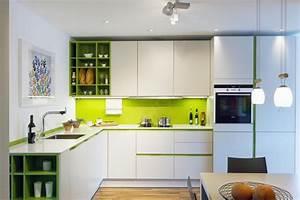 Paraschizzi cucina l 39 utile anche di tendenza for Cucina verde acido