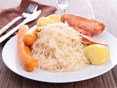 recettes cuisine alsacienne traditionnelle choucroute traditionnelle recette de choucroute
