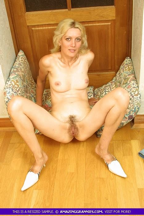 Skinny Mature Blonde Spreading Wide Her Legs To Shake Her