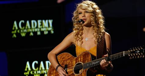 "Taylor Swift Shares Track List for ""Fearless"" (Taylor's ..."