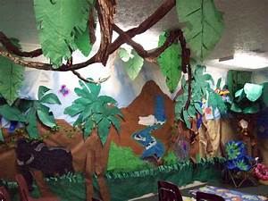 Jungle theme classroom decorating