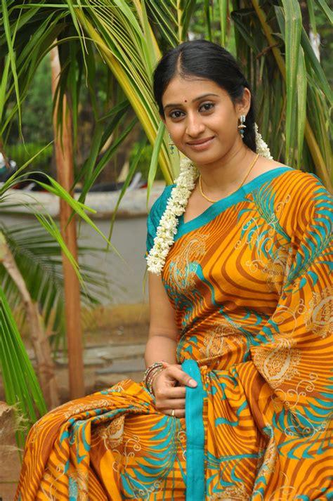 tv serail actress meena  gallery iamtelugu