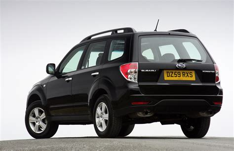 subaru forester estate review   parkers