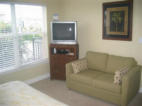 Small Bedroom Tv Reviews by Master Bedroom Has A Tv And Small Picture Of
